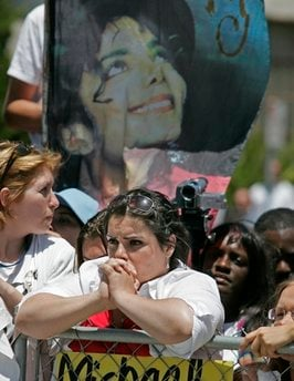 Unidentified Michael Jackson fans await his verdict in front of the Santa Barbara County Courthouse in Santa Maria, Calif., Monday, June 13, 2005.