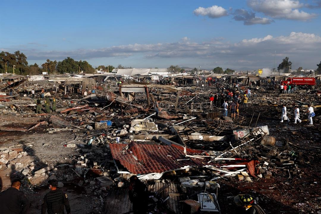 National Civil Protection Coordinator Luis Felipe Puente told Milenio TV that dozens were hurt but he had no immediate report of any fatalities at the open-air San Pablito Market in Tultepec, in the State of Mexico. (AP Photo/Eduardo Verdugo)
