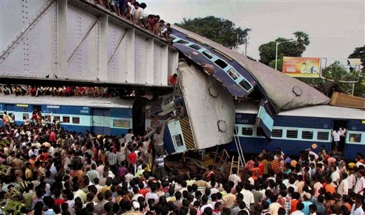 Indians and rescue workers gather at the site of an accident at Sainthia station, about 125 miles (200 kilometers) north of Calcutta, India, Monday, July 19, 2010.  (AP Photo)