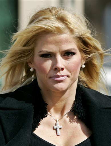 FILE ** Anna Nicole Smith, leaves the U.S. Supreme Court, in this Feb. 28, 2006, file photo taken in Washington.