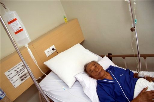 "The Balinese fortuneteller featured in Elizabeth Gilbert's best-selling memoir ""Eat Pray Love"" Ketut Liyer lies on a hospital bed in Denpasar, Bali, Indonesia, Thursday, Aug. 12, 2010."