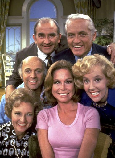 The Mary Tyler Moore Show - Ed Asner, Ted Knight, Gavin Macleod, Mary Tyler Moore, Georgia Engel, Betty White.