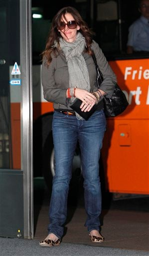"Actress Julia Roberts arrives at Narita International Airport in Narita, east of Tokyo, Tuesday, Aug. 17, 2010. Roberts visited Japan for the first time to promote her new film ""Eat Pray Love."" (AP Photo/Shizuo Kambayashi)"
