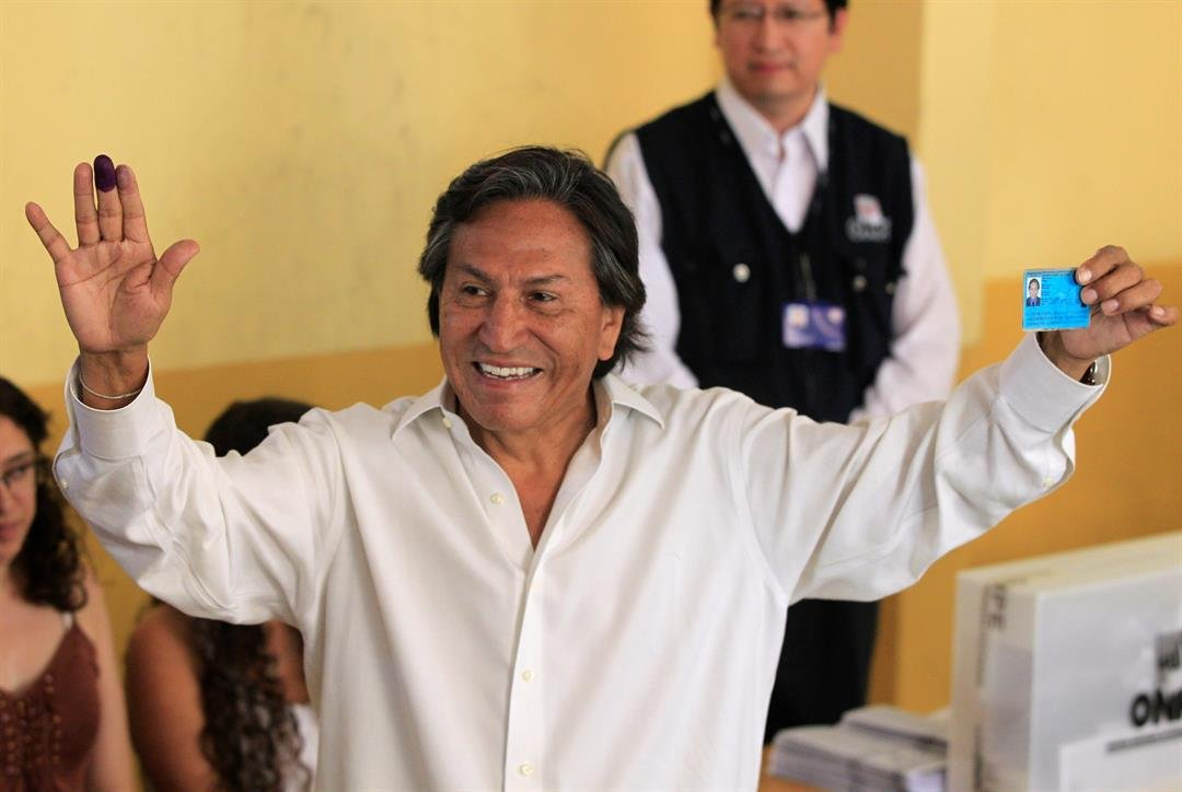 FILE - Presidential candidate Alejandro Toledo holds up his ink-stained finger and identification card after voting in the general elections in Lima, Peru, Sunday April 10, 2011.  (AP Photo/Martin Mejia)