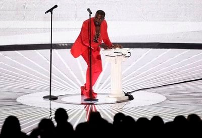 Kanye performs at the MTV Video Music Awards on Sunday, Sept. 12, 2010 in Los Angeles.