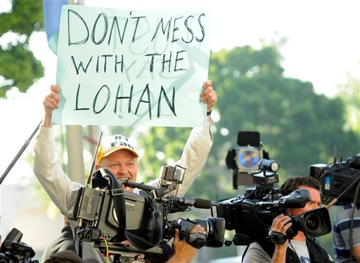 An onlooker holds up a sign in support of Lindsay Lohan before her hearing at the Beverly Hills Courthouse in Beverly Hills, Calif., Friday, Sept. 24, 2010. (AP Photo/Chris Pizzello)