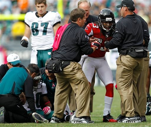 Atlanta Falcons corner back Dunta Robinson, right, and Philadelphia Eagles wide receiver DeSean Jackson, left, are helped after a hit during the first half of an NFL football game Sunday, Oct. 17, 2010, in Philadelphia. (AP Photo/Mel Evans)