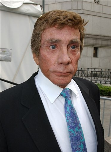 "In this May 14, 2002 file photo, ""Penthouse"" magazine publisher Bob Guccione leaves federal court in New York. (AP Photo/Robert Mecea, file)"