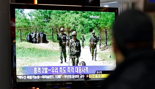 A man watches a TV news program reporting North Korea's firing to South at Seoul train station in Seoul, South Korea, Friday, Oct. 29, 2010. (AP Photo/ Lee Jin-man)