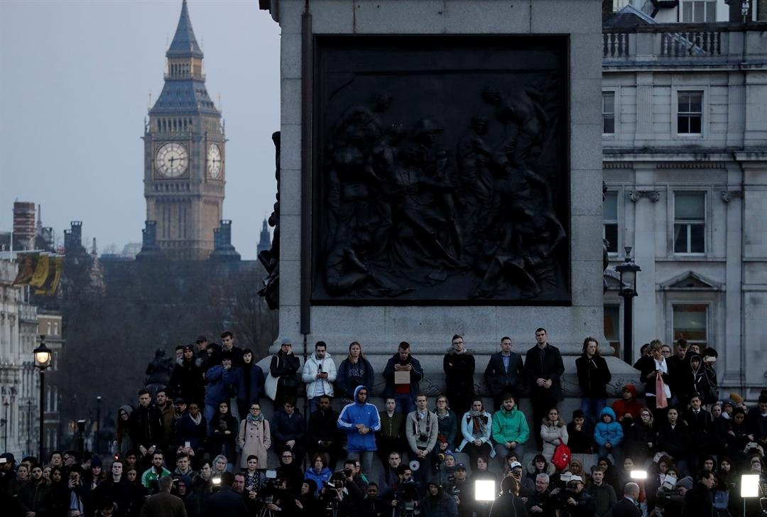 People observe a minutes silence at a vigil for the victims of Wednesday's attack, at Trafalgar Square in London, Thursday, March 23, 2017. (AP Photo/Matt Dunham)