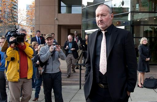 Actor Randy Quaid leaves the Immigration and Refugee Board offices following his immigration hearing in Vancouver, Monday, Nov. 8, 2010.