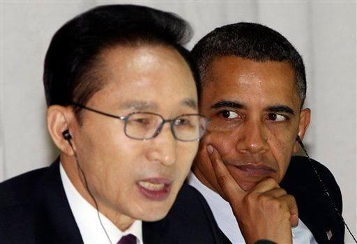 U.S. President Barack Obama, right, listens to a speech by South Korean President Lee Myung-bak, left, at the G-20 working dinner at the National Museum of Korea in Seoul South Korea, Thursday, Nov. 11, 2010.