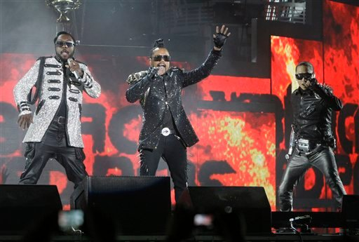 Will.i.am, left, Apl.de.ap, center, and Taboo, of The Black Eyed Peas, perform in concert in Lima, Peru, Saturday Nov. 13, 2010. (AP Photo/Karel Navarro, Pool)