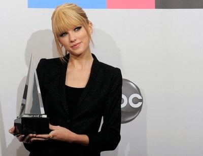 Taylor Swift poses with the award for country favorite female artist backstage at the 38th Annual American Music Awards on Sunday, Nov. 21, 2010 in Los Angeles.