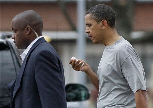 President Barack Obama walks with a U.S. Secret Service agent back to his vehicle after playing a private game of basketball at Fort McNair in Washington, Friday, Nov. 26, 2010. (AP Photo/Charles Dharapak)