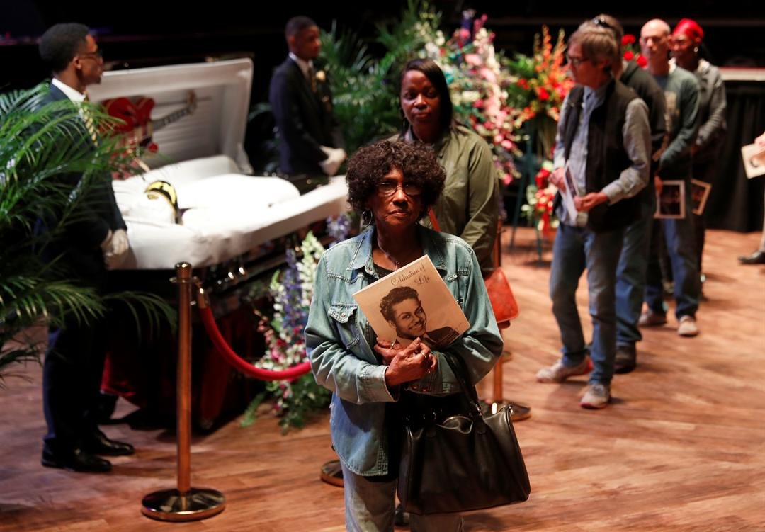 Fans pay their respects to the rock 'n' roll legend Chuck Berry during a public viewing Sunday, April 9, 2017, in St. Louis. (AP Photo/Jeff Roberson)