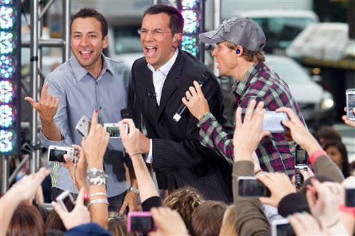 "FILE - In this May 24, 2010 file photo, Dave Price, center, performs with Backstreet Boys Howie Dorough and Brian Littrell on CBS News' ""The Early Show"" in New York."