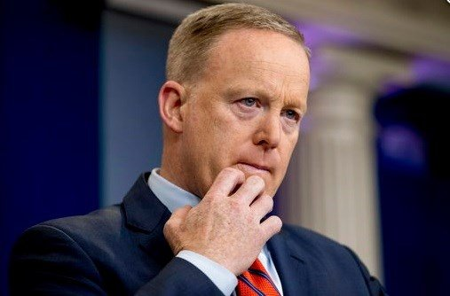 Sean Spicer apologises amid uproar over Holocaust remark