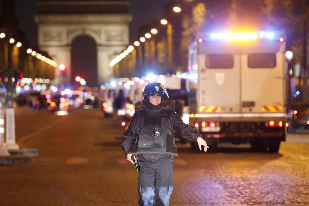 A police officer stands guard in Paris, France, Thursday, April 20, 2017. (AP Photo/Thibault Camus)