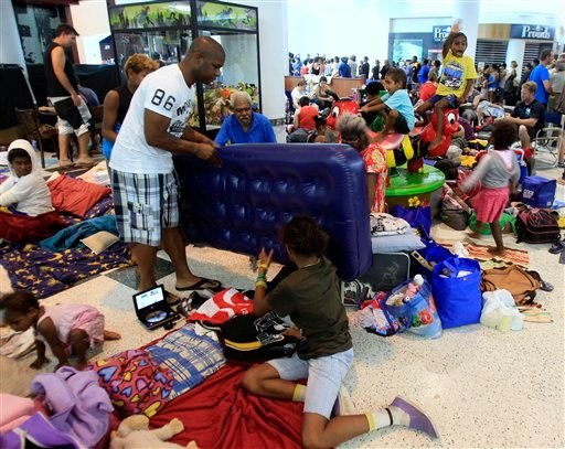 People pack a shopping mall used as an evacuation shelter in Cairns, Australia, Wednesday, Feb. 2, 2011. (AP Photo/Rick Rycroft)