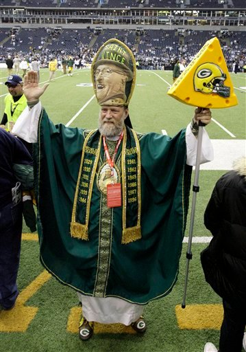 """In this Nov. 29, 2007, file photo, Green Bay Packers fan John O'Neill, of Madison, Wis., also known as """"Saint Vince,"""" stands on the sideline at Texas Stadium before the Packers-Dallas Cowboys NFL football game in Irving, Texas."""