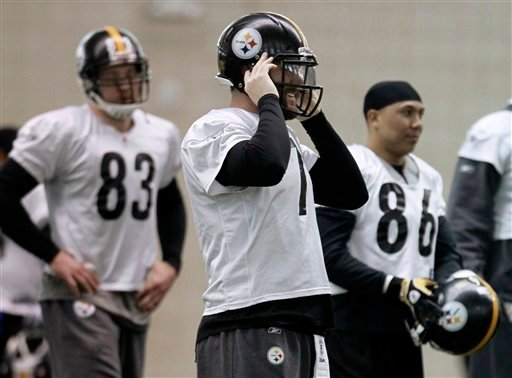 Pittsburgh Steelers quarterback Ben Roethlisberger, center, puts on his helmet as he and teammates wide receiver Hines Ward (86) and tight end Heath Miller (83) get set to run a play during practice on Thursday, Feb. 3, 2011, in Fort Worth, Texas.