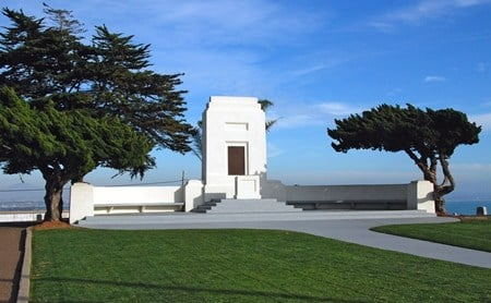 Fort Rosecrans National Cemetery rostrum. Photo courtesy: Photo courtesy: U.S. Department of Veterans Affairs - Fort Rosecrans National Cemetery