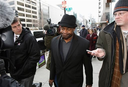 NFL Players Association Executive Director DeMaurice Smith, center, arrives for football labor negotiations with the NFL involving a federal mediator in, Thursday, Feb. 24, 2011, Washington. (AP Photo/Alex Brandon)