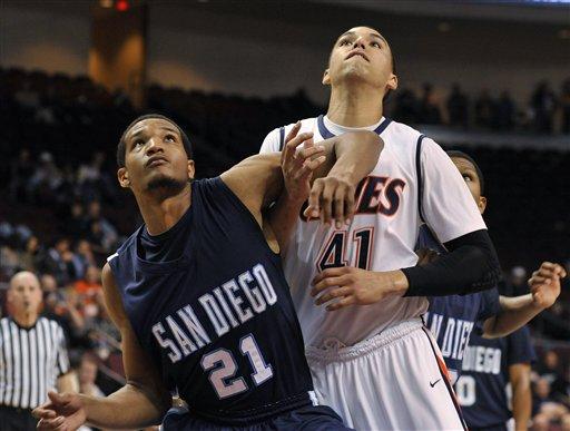 San Diego's Trevor Fuller (21) and Pepperdine's Taylor Darby (41) work for position under the net.  (AP Photo/Mark Damon)