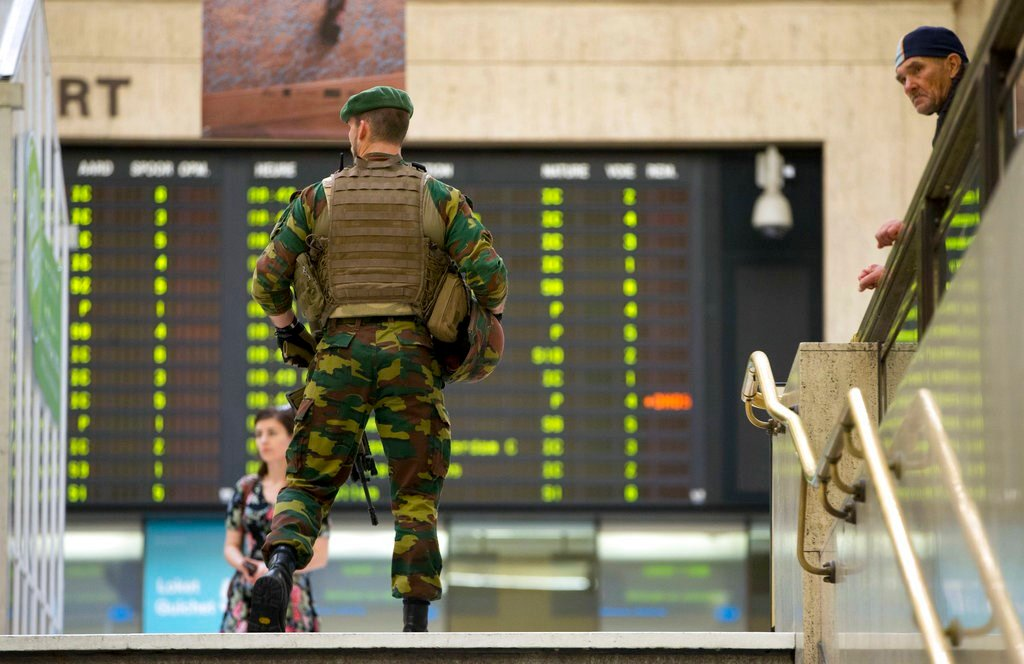 """A Belgian Army soldier patrols inside Central Station in Brussels on Wednesday, June 21, 2017. Belgian authorities said they foiled a """"terror attack"""" when soldiers shot a suspect in the heart of Brussels after a small explosion at a busy train station Tue"""