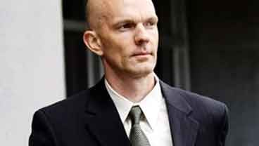 Federal agent Jeff Novitzky leaves the federal courthouse during the second day of Barry Bonds' trial in San Francisco, Tuesday, March 22, 2011. (AP Photo/Marcio Jose Sanchez)