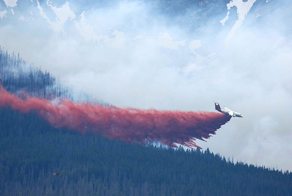 A plane drops fire retardant in Breckenridge, Colo., Wednesday, July 5, 2017 (Hugh Carey/Summit Daily News via AP)
