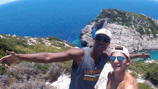 Greek police say a 22-year-old American tourist has been fatally injured in a fight at a bar on the island of Zakinthos.