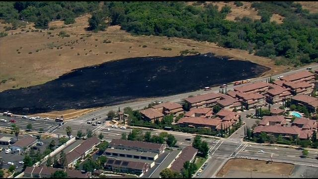 Crews contain brush fire off Mission Gorge in Santee