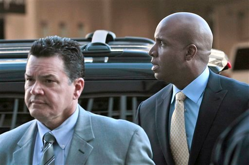 Former baseball player Barry Bonds, right, arrives at federal court for closing arguments in his perjury trial in San Francisco, Thursday, April 7, 2011.