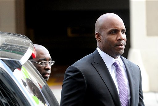Former baseball player Barry Bonds arrives at federal court as a jury deliberates perjury charges against him on Wednesday, April 13, 2011, in San Francisco. (AP Photo/Noah Berger)