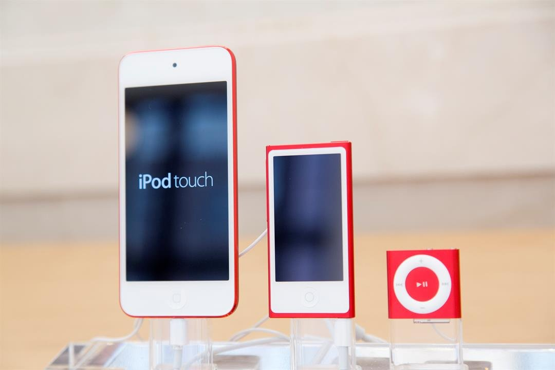 An Apple iPod, Apple nano and Apple shuffle are arranged at Apple's new Upper East Side store, Thursday, June 11, 2015 in New York. (AP Photo/Mark Lennihan)