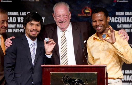 Las Vegas Mayor Oscar Goodman, center, poses for photos with Manny Pacquiao, left, and Shane Mosley after presenting them with chips to the city before the start of a boxing news conference, Wednesday, May 4, 2011, in Las Vegas.