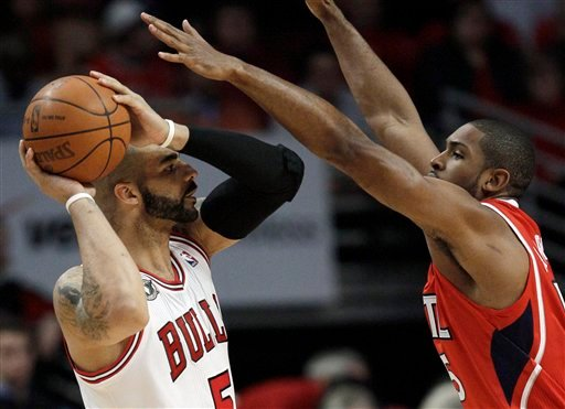Chicago Bulls' Carlos Boozer, left, looks to a pass as Atlanta Hawks' Al Horford defends during the first quarter in Game 1 of a second-round NBA basketball playoff series in Chicago, Monday, May 2, 2011.