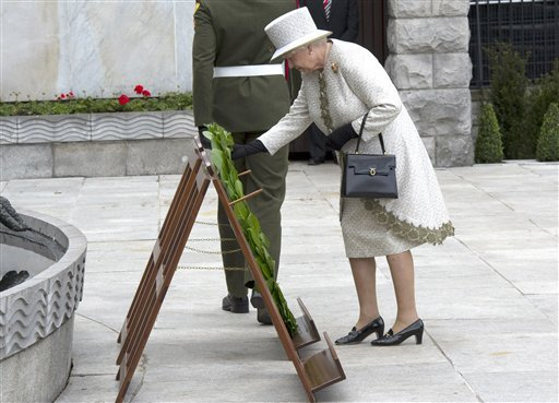 Britain's Queen Elizabeth II, lays a wreath in the Garden of Remembrance in Dublin, Tuesday May 17, 2011.