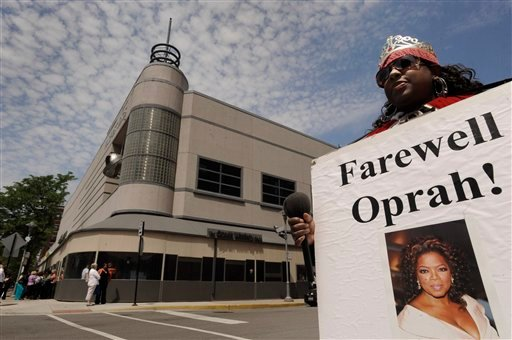 """Kimberly Adams waited outside Harpo Studios before the final taping of """"The Oprah Winfrey Show"""" in Chicago, Tuesday, May 24, 2011. The finale will air on Wednesday. (AP Photo/Paul Beaty)"""