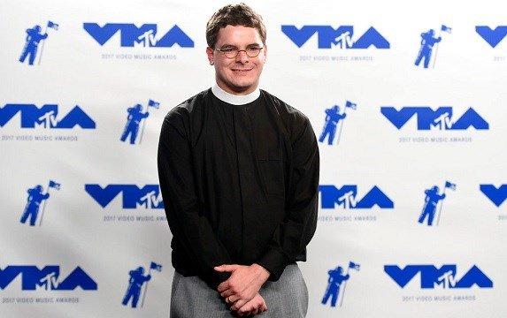 Rev. Robert Wright Lee, a descendant of Confederate Army General Robert E. Lee, poses in the press room at the MTV Video Music Awards.