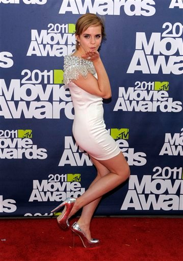 Emma Watson arrives at the MTV Movie Awards on Sunday, June 5, 2011, in Los Angeles. (AP Photo/Chris Pizzello)