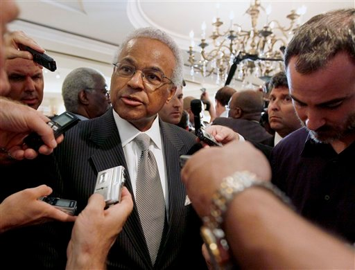 NBA union chief Billy Hunter speaks with reporters after a meeting with the NBA, Thursday, June 30, 2011 in New York.