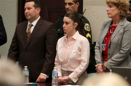 Casey Anthony, center, with her attorneys Jose Baez, left, and Dorothy Clay Sims, right, stand before the jury presents a verdict in her murder murder trial at the Orange County Courthouse Orlando, Fla., July 5, 2011. (AP Photo/Red Huber, Pool)