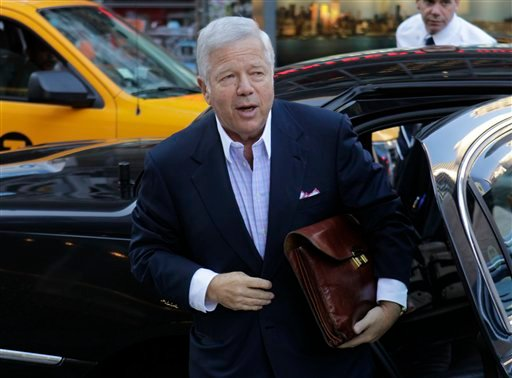New England Patriots owner Robert Kraft arrives at a Manhattan law firm Thursday, July 14, 2011 in New York.