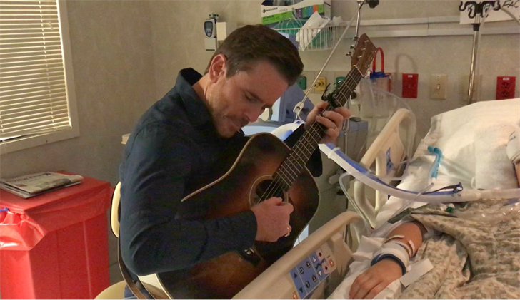 """Charles Esten, who plays Deacon Claybourne on Tina's favorite TV show """"Nashville,"""" serenaded her while playing guitar"""