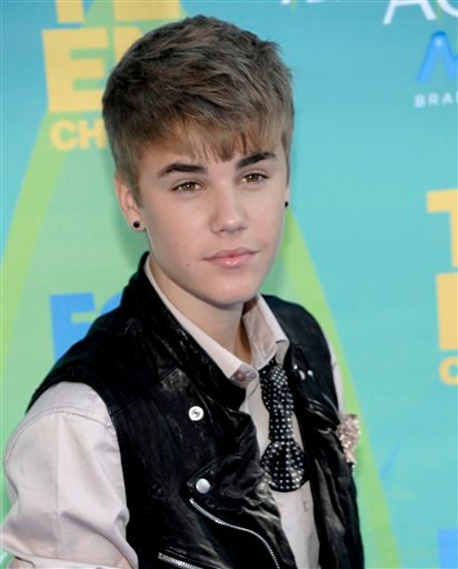 Justin Bieber arrives at the Teen Choice Awards on Sunday, Aug. 7, 2011 in Universal City, Calif. (AP Photo/Dan Steinberg)
