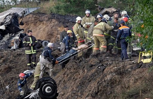 Rescuers lift a stretcher with the body of a victim out of the river, at the crash site of Russian Yak-42 jet near the city of Yaroslavl, on the Volga River about 150 miles (240 kilometers) northeast of Moscow, Russia.