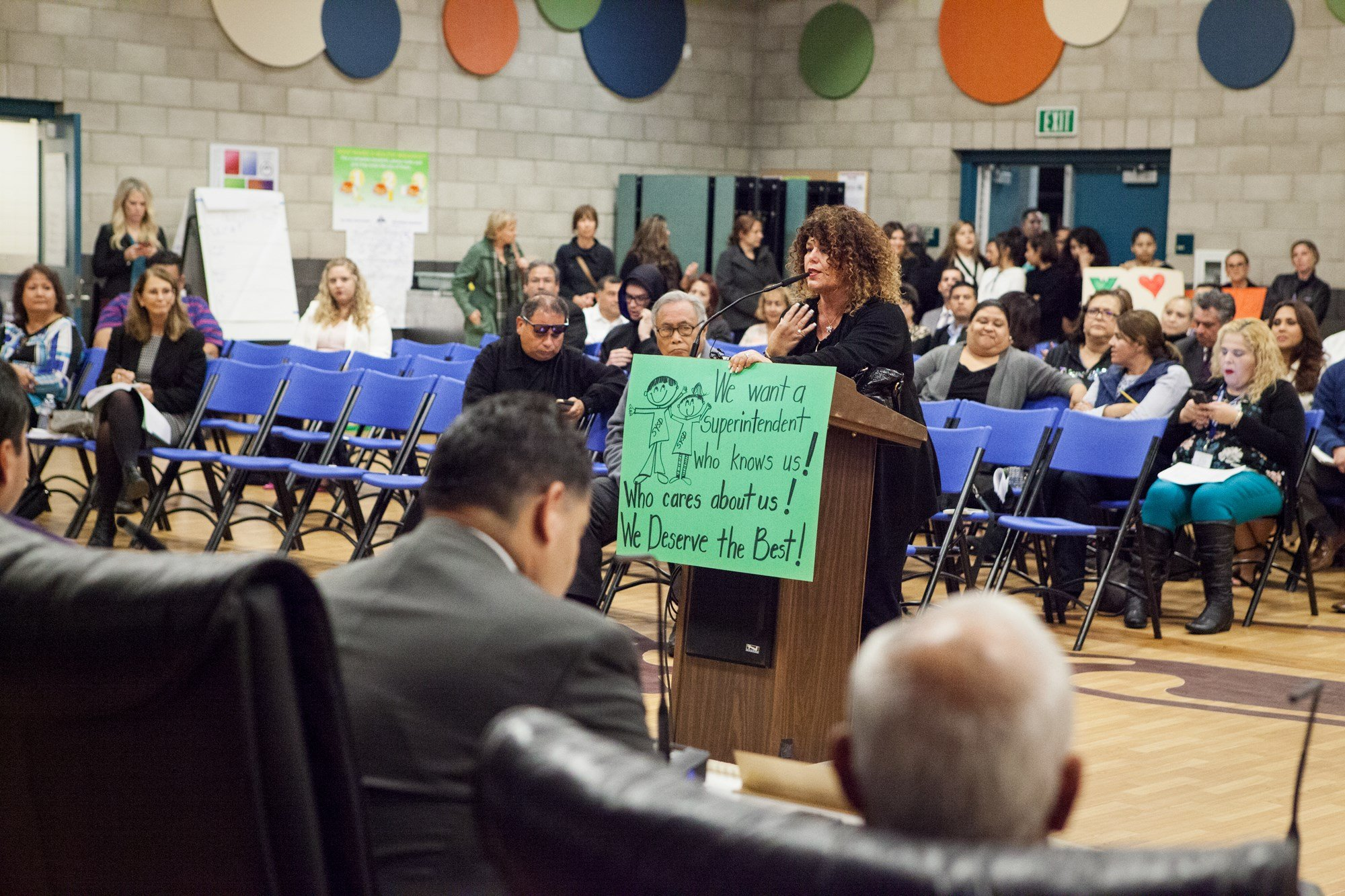 """Zenaida Rosario, a San Ysidro School District teacher, addresses the board at its Nov. 10, 2017, meeting. The district is undergoing a county-mandated """"extraordinary audit"""" that the state is conducting. (Leonardo Castañeda/inewsource)"""